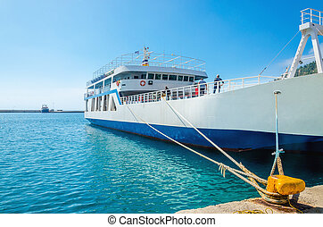 indulgence, grec, ferry-boat, dans, peint, bleu-blanc, couleurs