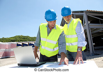 industrial, gente, trabajo encendido, solar