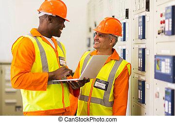 industrial, ingenieros, trabajando, en control, habitación