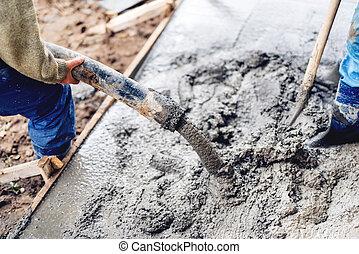 industrial, trabajadores construcción, utilizar, automático, bomba, tubo, para, cemento que vierte, en, refuerzo, barras