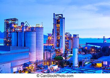 industrieel planten aan, op de avond