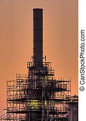 industrieele schoorsteen, vroege morgen