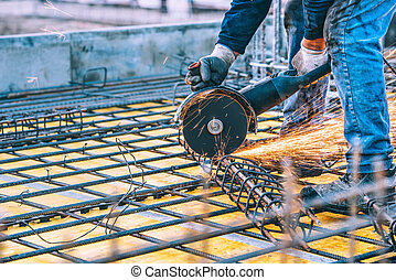 industriel, détails, à, ouvrier, découpage, acier, barres, et, renforcé, acier, à, angle, grinder., filtré, image