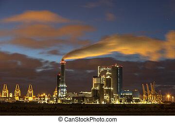 industriel, nuages, éclairé, paysage, nuit