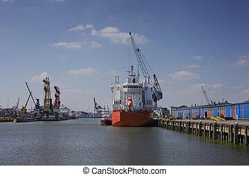 industriel, obtenir, jour ensoleillé, bateau, rotterdam, port, déchargé