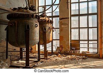 industriel, récipients, dans, abandonnés, intérieur