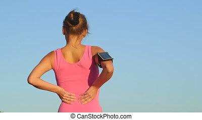 inférieur, femme, douleur, séance entraînement, dos, jeune, fitness, pendant, blessures, exercice