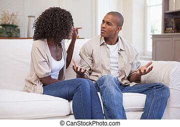 infelice, coppia, arguire, divano