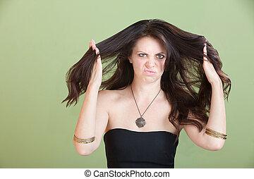 infelice, donna, con, cattivo, capelli