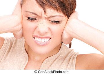 infeliz, mulher, com, mãos, orelhas