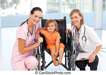 infermiera, dottore, bambino, carrozzella