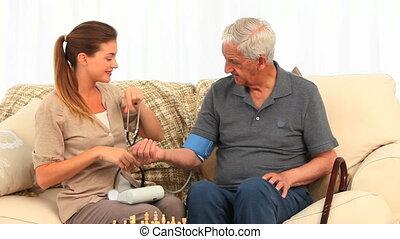 infermiera, portare pressione sangue, di
