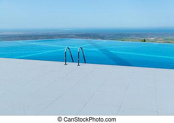 infinidade, piscina, ligado, a, luminoso, dia verão