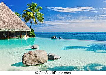 infinito, piscina, con, palmera, el pasar por alto, océano
