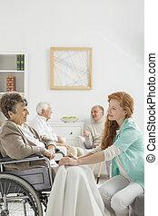 infirmière, dame, personne agee, couverture