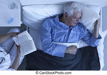 infirmière, lecture, patient, personne agee