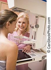 infirmière, mammogram, patient, aider, subir