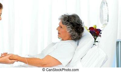 infirmière, mettre, goutte, bras