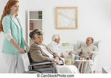 infirmière, pousser, dame, fauteuil roulant