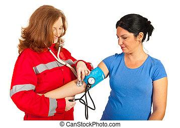 infirmier, vérification, tension artérielle