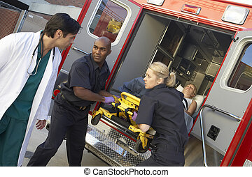 infirmiers, ambulance, patient, déchargement, docteur