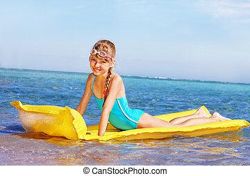 inflável, criança, praia, mattress., natação