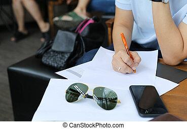 information, formulaire, business, compléter, main femme, stylo