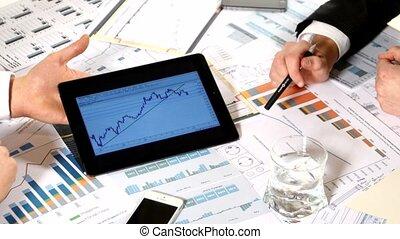 information, meeting:, business, développer, document, discussion, tablette, projet, graphiques, important, analyser, tel, données, marché