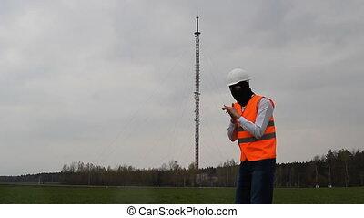 information, sien, frottements, tour, interception, téléphone, espion, masque, noir, contre, fond, mains, radio, homme