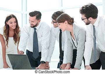 informationen, online, diskutierenden geschäft, mannschaft
