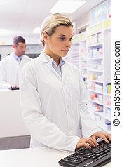 informatique, concentré, pharmacien, utilisation