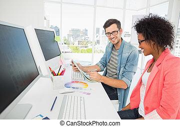 informatique, couple, fonctionnement, désinvolte, jeune
