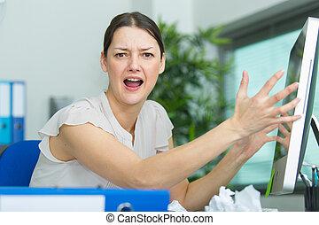 informatique, faire gestes, frustré, cris, femme, elle