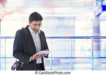 informatique, tablette, gare, utilisation, homme