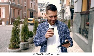 informatique, tablette, jeune, rue, utilisation, homme
