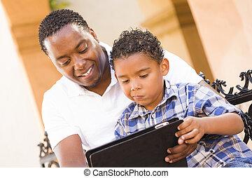 informatique, tablette, père, fils, race mélangée, tampon, toucher, utilisation