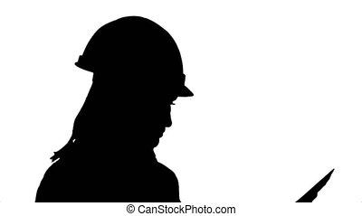 ingénieur, examiner, femme, silhouette, plans, jeune, projet, traite, joli, analyser, plan, design.