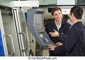 ingénieur, instruire, stagiaire, sur, usage, de, informatisé, machine découpage
