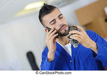 ingénieur, parle, il, téléphone