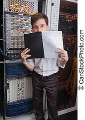 ingénieur, salle serveur, réseau