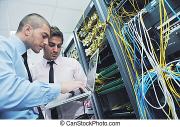 ingénieurs, salle serveur, réseau, il