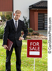 ingatlanügynök, álló, elülső, épület