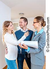 ingatlanügynök, hölgy, új, részletek, haszonbérlet, összehúz, szoba, töltelék