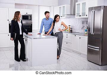 ingatlan tulajdon, épület, kiállítás, ügynök, párosít, hűtőgép