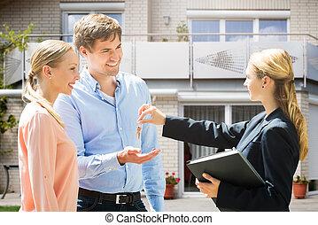 ingatlan tulajdon, odaad, épület, párosít, ügynök, kulcs