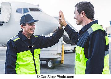 ingegneri, battimano, aerodromo, braccia, felice
