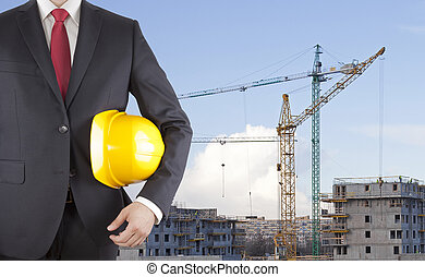 ingeniør, ind, sort tøjsæt, holde, gul, hjælm, på, konstruktion site