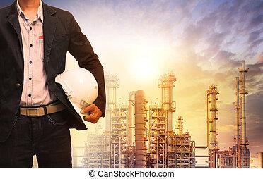 ingeniería, hombre, con, blanco, casco de seguridad, posición, delante de, oi