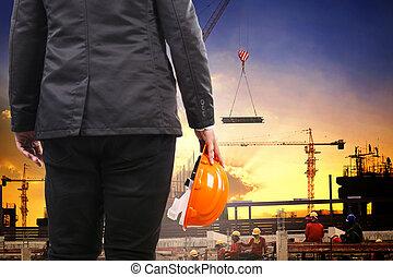 ingeniería, hombre, tenencia, casco de seguridad, y,...
