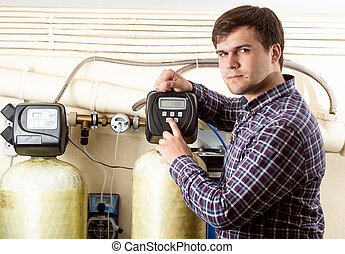 ingeniero, botón urgente, en, panel de control, con, monocromo, pantalla